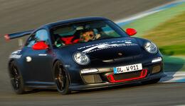 Wendland-Porsche 997 GT3 WRS 510, Fronansicht, Kurvenfahrt, Abendlich