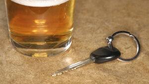 Zu viel Alkohol kann Versicherung kosten