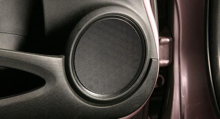 soundsysteme in kleinwagen im vergleich kleines auto. Black Bedroom Furniture Sets. Home Design Ideas